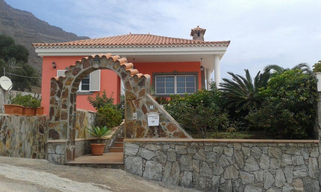 BeautifulVilla with a Large Plot of Land near Puerto de Mogan