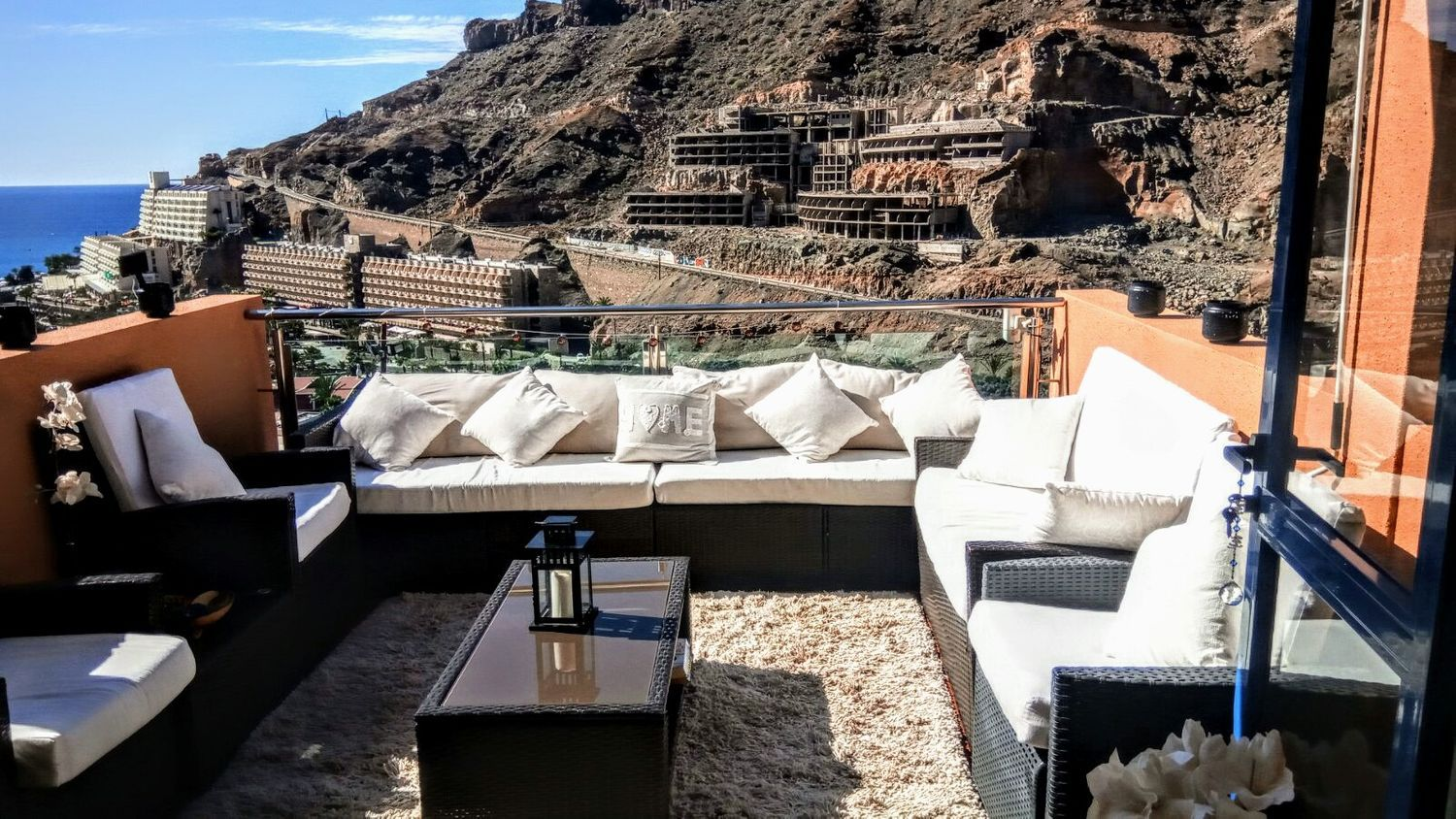 Gorgeous Bright 1 Bedroom Apartment with Fantastic Views Across Taurito