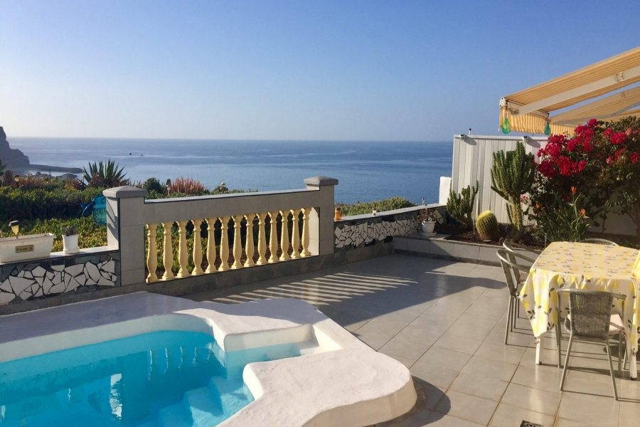 Desirable 3 Bedroom Villa Located in Playa del Cura with Stunning Sea Views