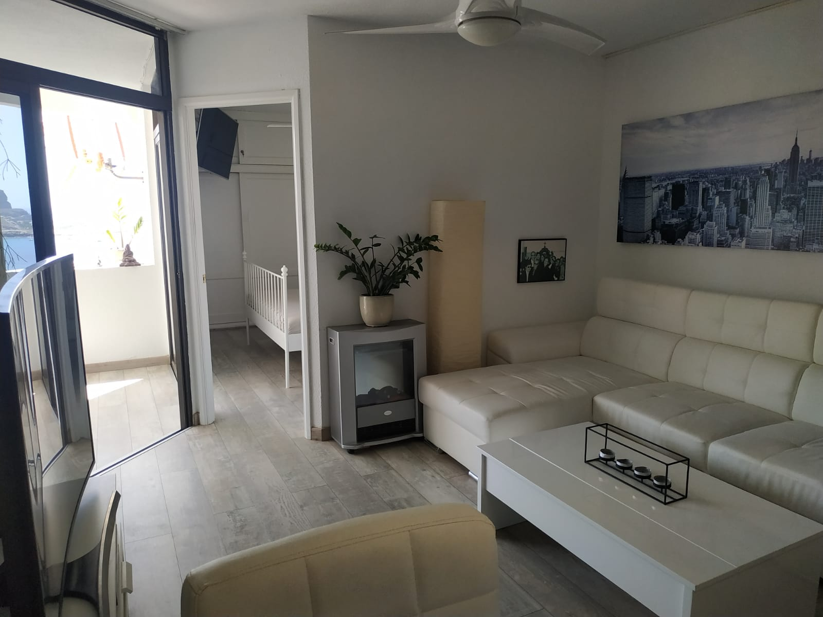Well presented 1 Bedroom Apartment with Beautiful Views Across Tauro Beach and Amadores – Located in Playa Del Cura