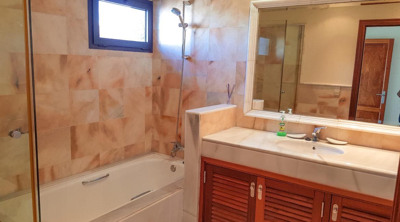 suite bathroom1