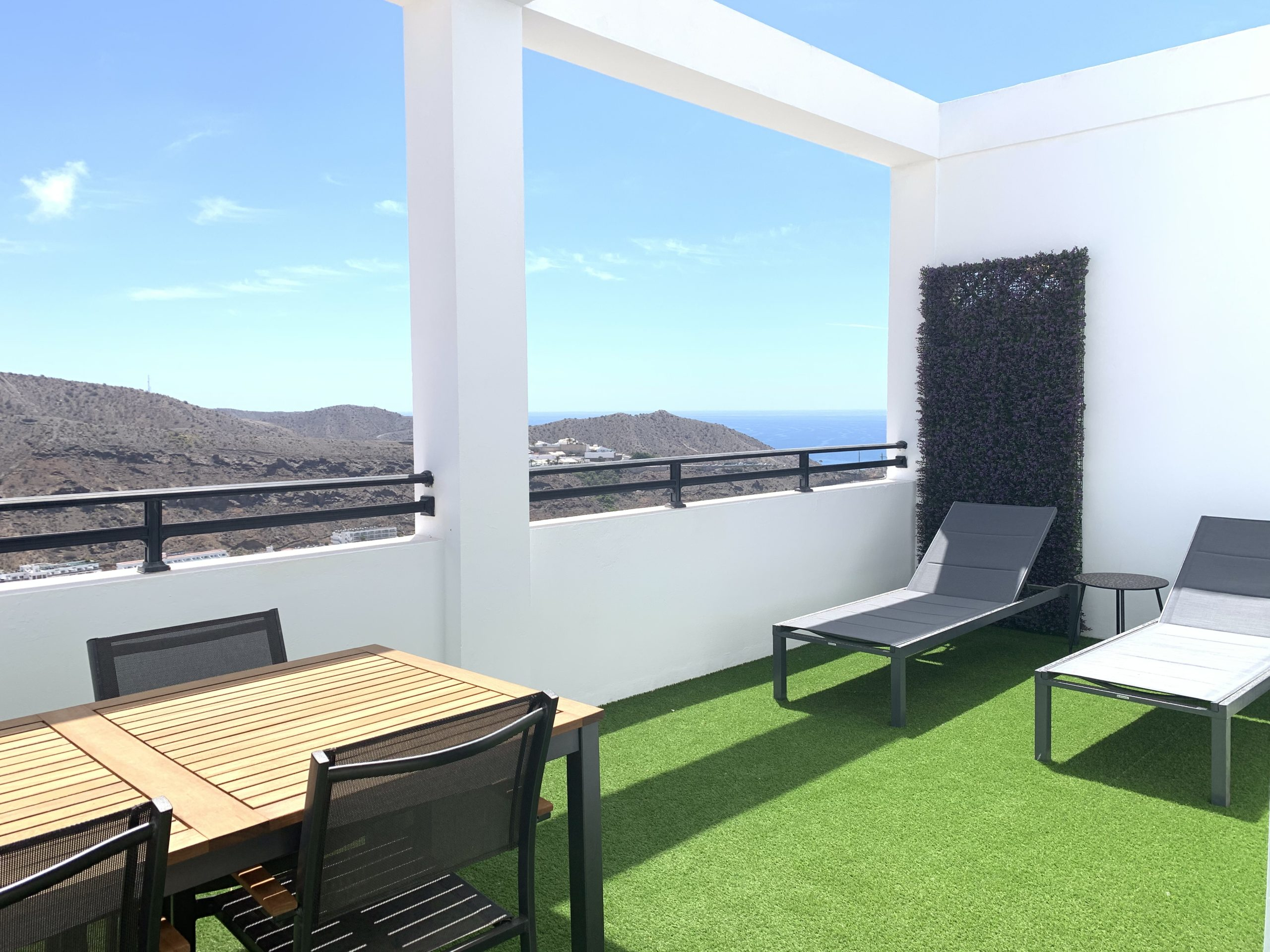 Private 1 Bedroom Apartment with Sea Views