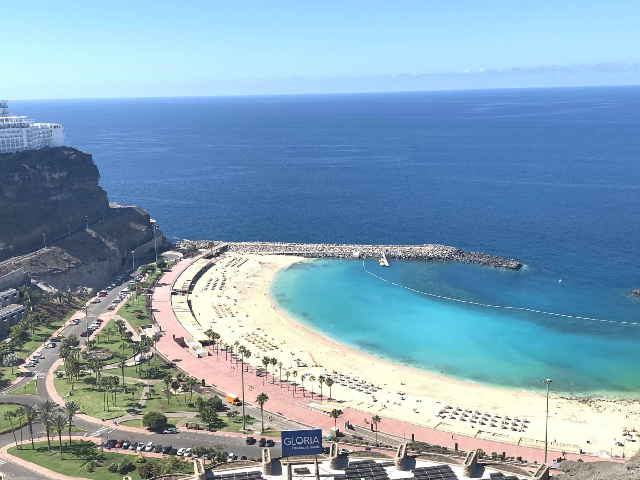 Desirable Luxury Apartment Overlooking Amadores beach.